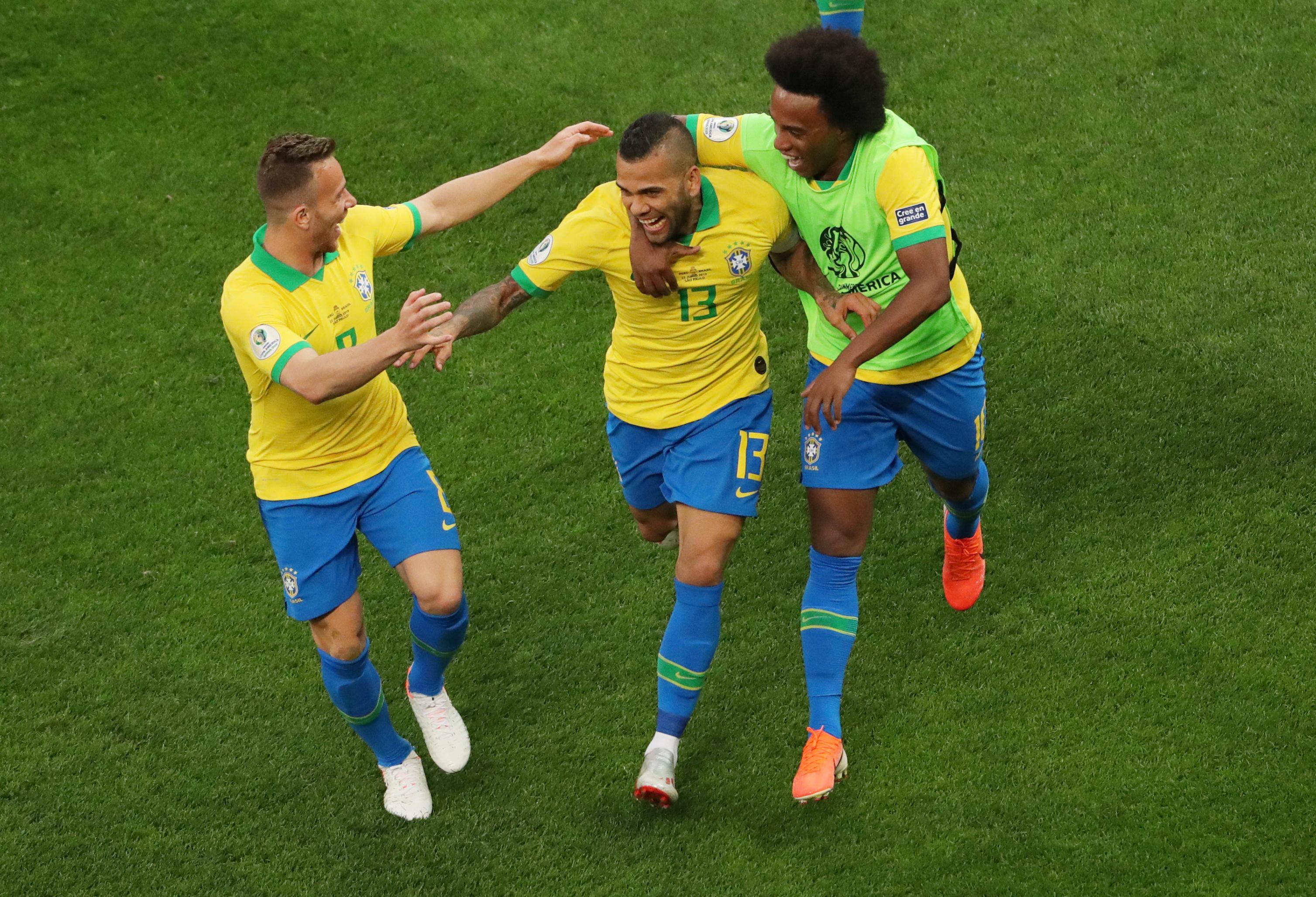البرازيل تثأر من بيرو بخماسية وتتأهل لدور الثمانية في كوبا أميركا
