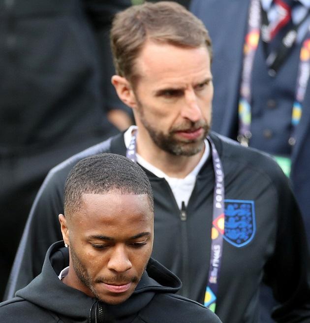 ستيرلنج يعتذر لمدربه عن تسرب الأخبار قبل قمة إنجلترا وهولندا