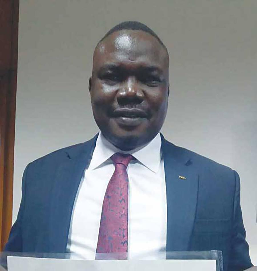 إيقاف رئيس اتحاد جنوب السودان لكرة القدم عشر سنوات